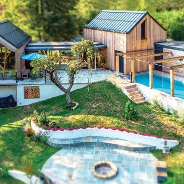 Lesoteka - Masivna lesena hiša z bazenom in teraso